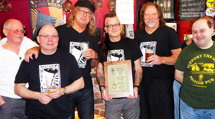 Just Beer receives East Midlands Pub of the Year 2017
